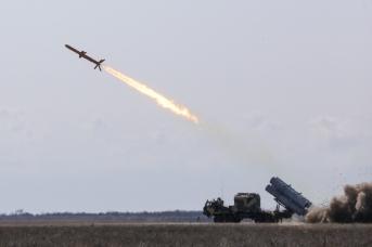 Пуск украинской противокорабельной ракеты «Нептун»