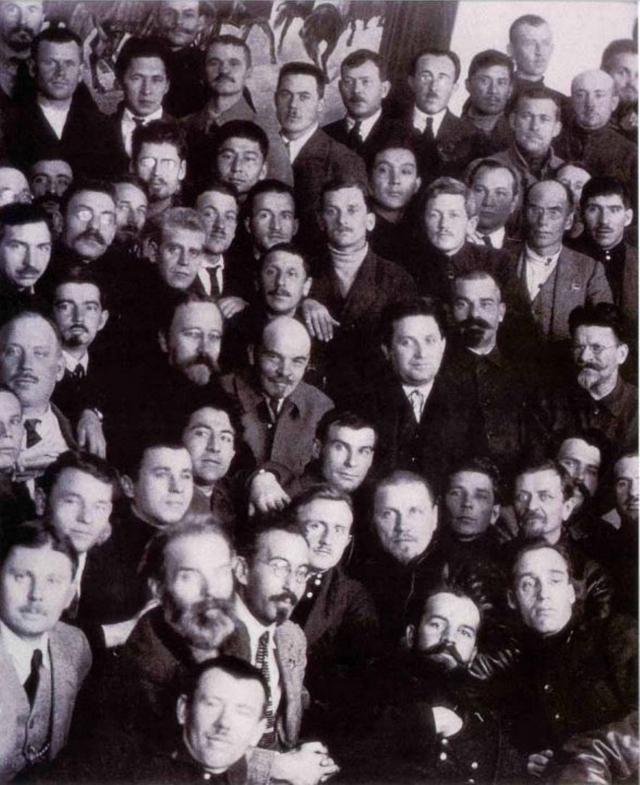 Владимир Ленин, Григорий Зиновьев, Лев Каменев и Андрей Вышинский на заседании Всероссийского центрального исполнительного комитета, 31 октября 1922