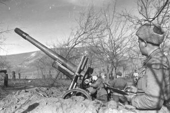 Артиллеристы на Малой Земле под Новороссийском. 1943
