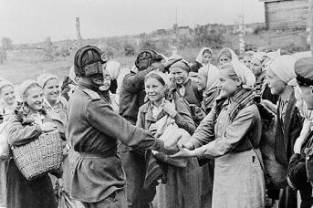 На освобожденной Смоленской земле. 1943