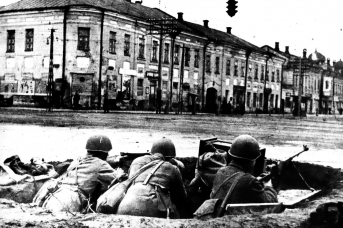 Защитники города готовы к бою. Тула, перекресток улиц Советской и Коммунаров. Декабрь 1941 года