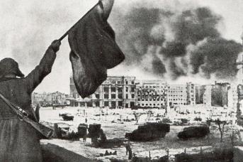 В Сталинграде поднят красный флаг. 1943