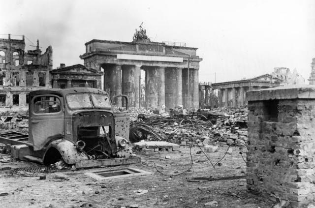 Разрушенный Берлин в 1945 году