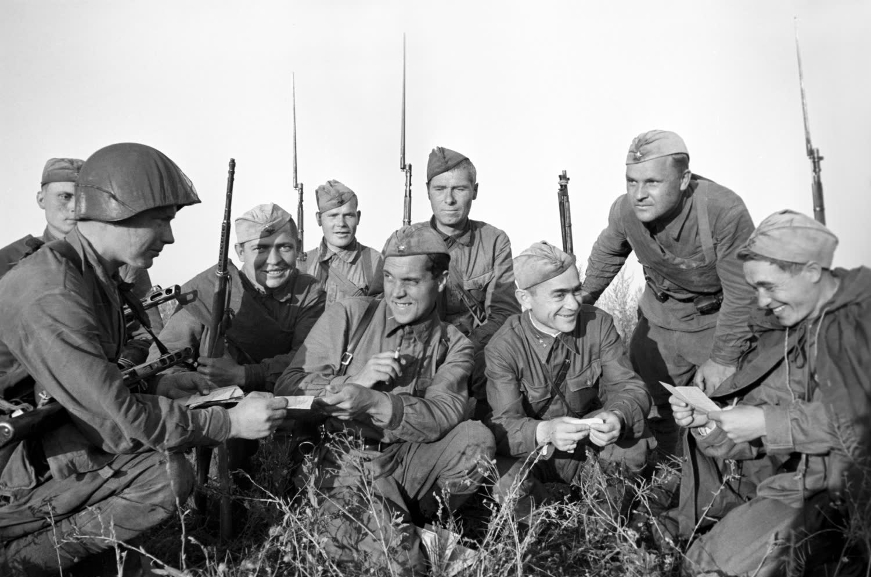 Картинки солдаты в строю вов аккумулятора