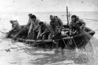 Рыбаки на промысле. Югра. 1942