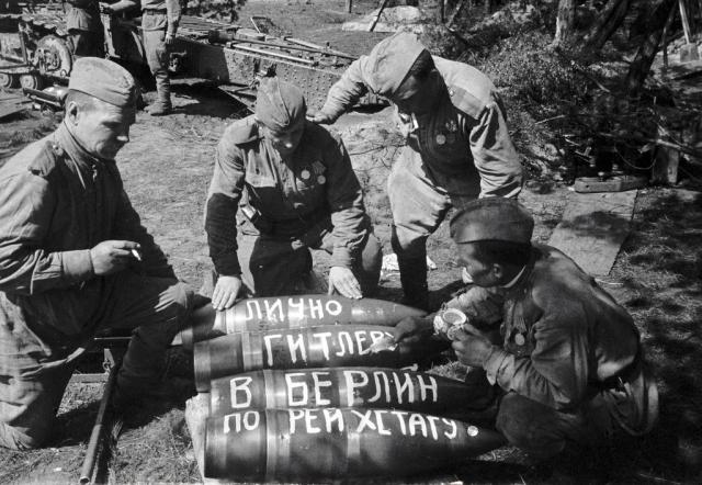 Артиллерия бьёт по рейхстагу