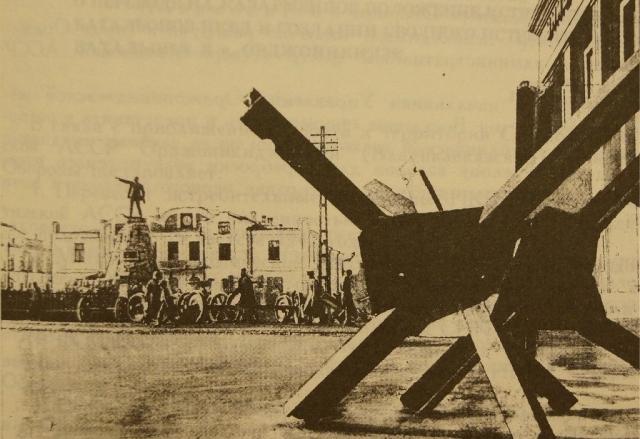 Театральная площадь. Орджоникидзе. 1942