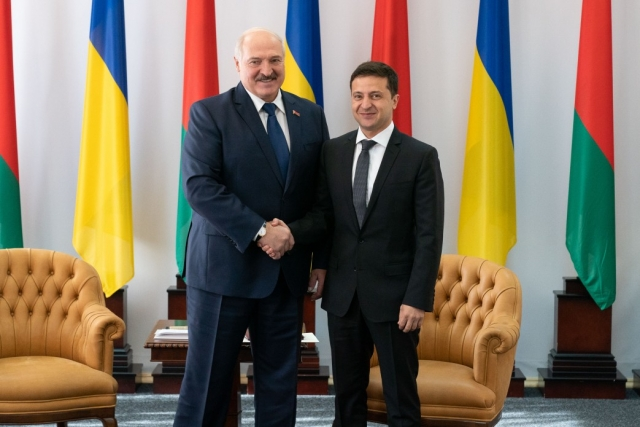 Владимир Зеленский встретился с Александром Лукашенко в рамках Второго форума регионов Украины и Белоруссии в Житомире
