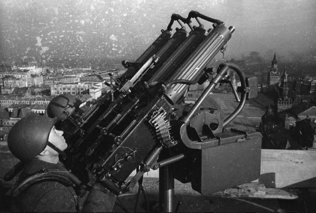 Советские зенитчики. Москва