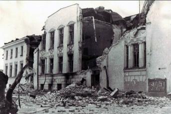 Разрушенное здание Псковского музея. Псков. Псковская область. 1945