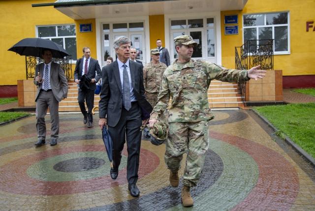 Посол США на Украине Уильям Тейлор во Львове