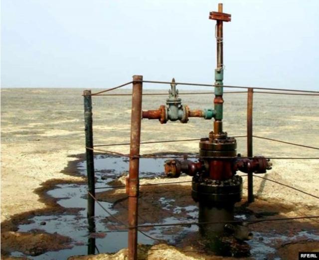 Старая протекающая нефтяная скважина