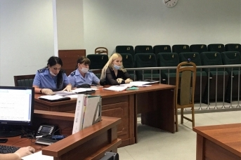 Александра Бакшеева (справа) в суде по делу Соколова