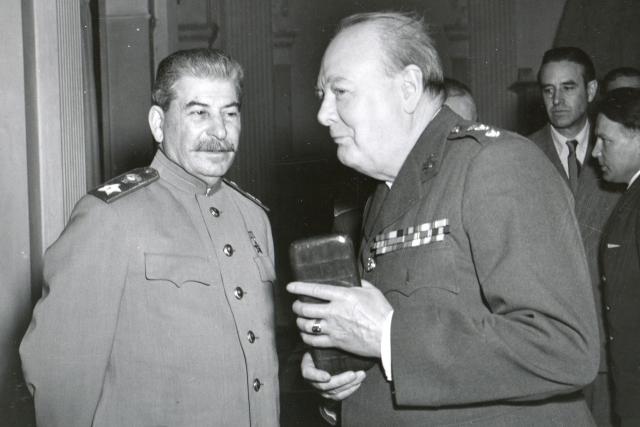 Сталин и Черчилль на Ялтинской конференции, 1945