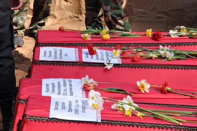 Захоронение останков погибших воинов РККА