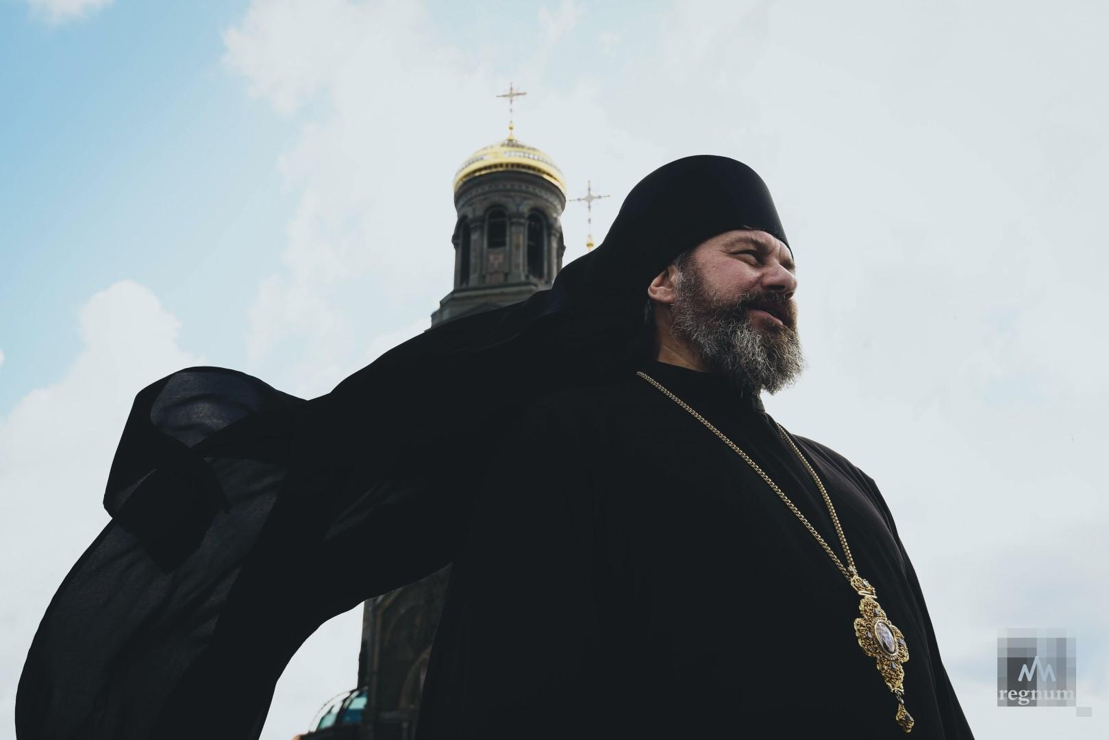Настоятель храма епископ Клинский Стефан