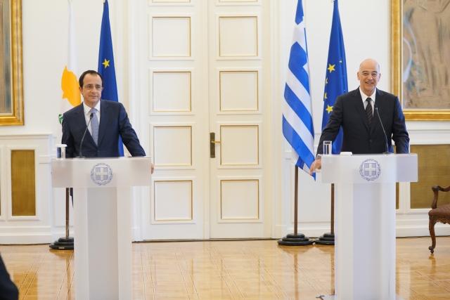 Глава МИД Греции Никос Дендиас на переговорах в Афинах с главой мид Кипра Никосом Христодулидисом. mfa.gr