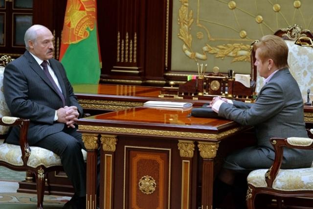 Александр Лукашенко и глава Центризбиркома Лидия Ермошина
