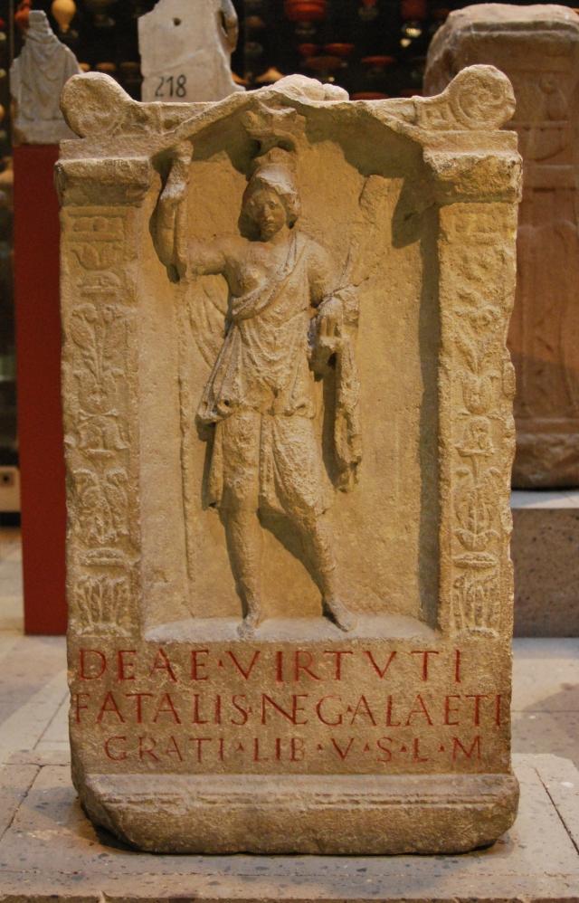 Остатки посвященного Виртус алтаря из провинции Нижняя Германия, III в