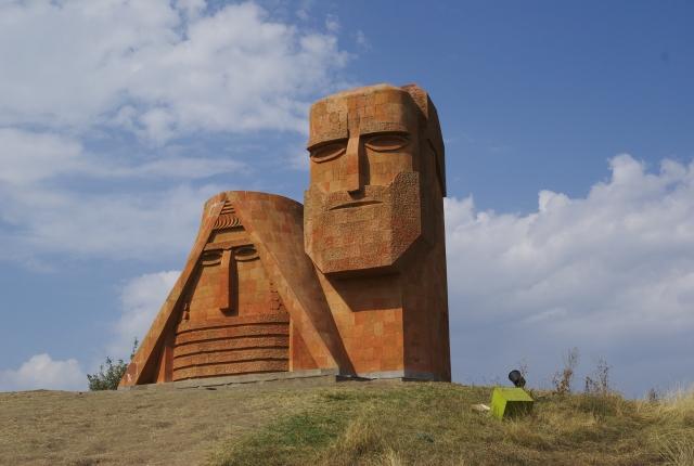 Монумент «Мы — наши горы» в Нагорном Карабахе