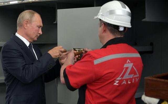 Владимир Путин принял участие в закладке универсальных десантных кораблей в Керчи. 20 июля 2020 года
