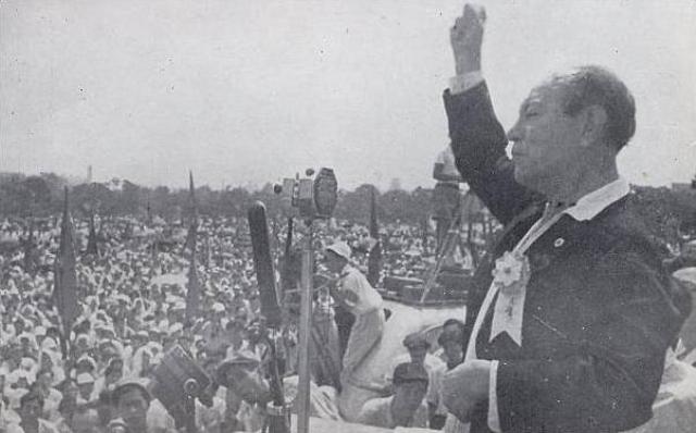 Лидер компартии Японии Кюити Токуда на митинге в 1946 году