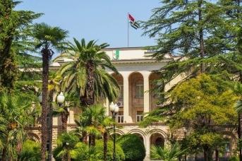 Власти Абхазии продлили запрет на въезд в страну из-за коронавируса