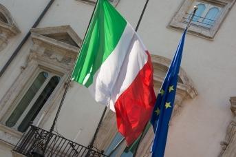 Флаги Италии и ЕС