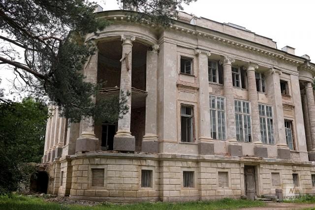 Усадебный дом на территории дворцово-паркового ансамбля Демидовых «Тайцы»