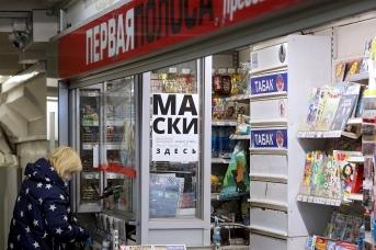 Метро Петербурга просит горожан помнить про маски и респираторы