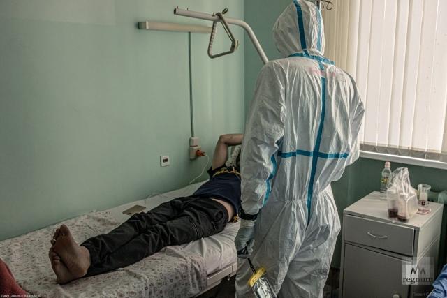 Заболевший коронавирусом в палате