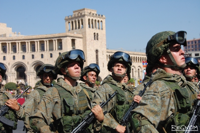Военнослужащие 102-ой российской военной базы России в Гюмри, Армения