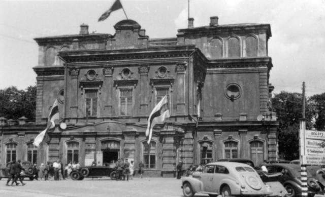 Бело-красно-белый флаг. Минск в период фашистской оккупации. 1943