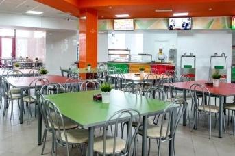 Школьная столовая в московской школе
