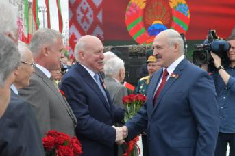 Александр Лукашенко и Дмитрий Мезенцев