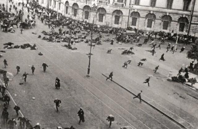 Расстрел демонстрации на углу Невского проспекта и Садовой улицы 4 июля 1917 года