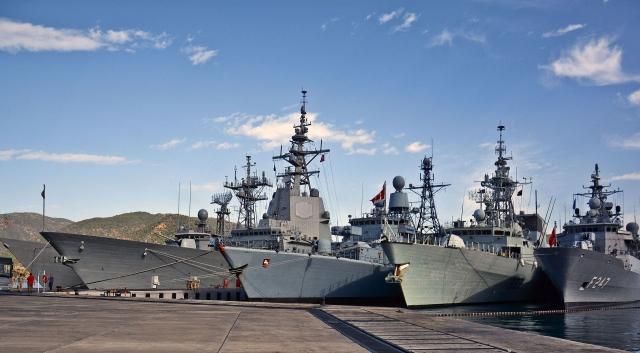 Корабли второй морской группы НАТО перед совместными учениями с ФМС Турции на военно-морской базе Аксаз, Турция