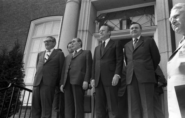 Слева направо — Киссинджер, Форд и Брежнев. 1975, Хельсинки, Финляндия