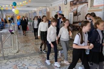 В Минпросвещения рассказали о коронавирусе в школах из-за очередей