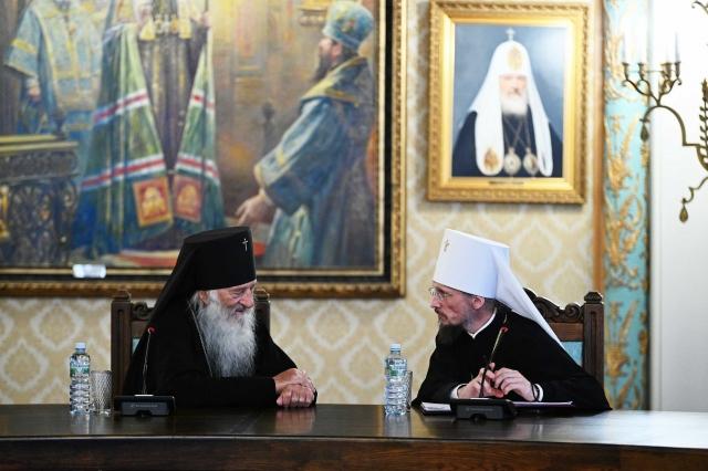 На встрече патриарха Кирилла с архиереями БПЦ