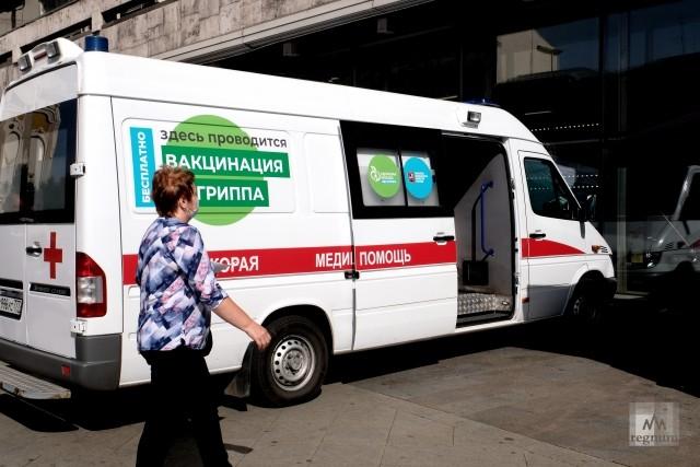 Пункт мобильной вакцинации от гриппа рядом с метро Пушкинская