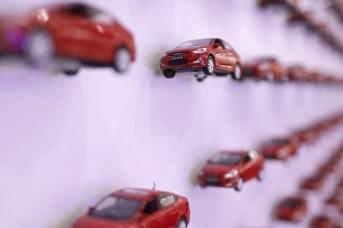 Модельки автомобилей в музее на заводе «Хендэ Мотор Мануфактуринг Рус»
