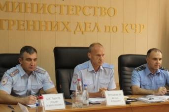 Игорь Трифонов (в центре)