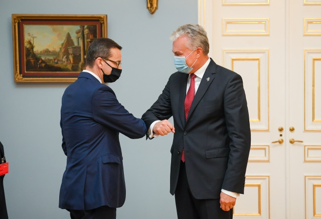 Президент Литвы Гитанас Науседас и премьер-министр Польши Матеуш Моравецкий на встрече 17.09.2020