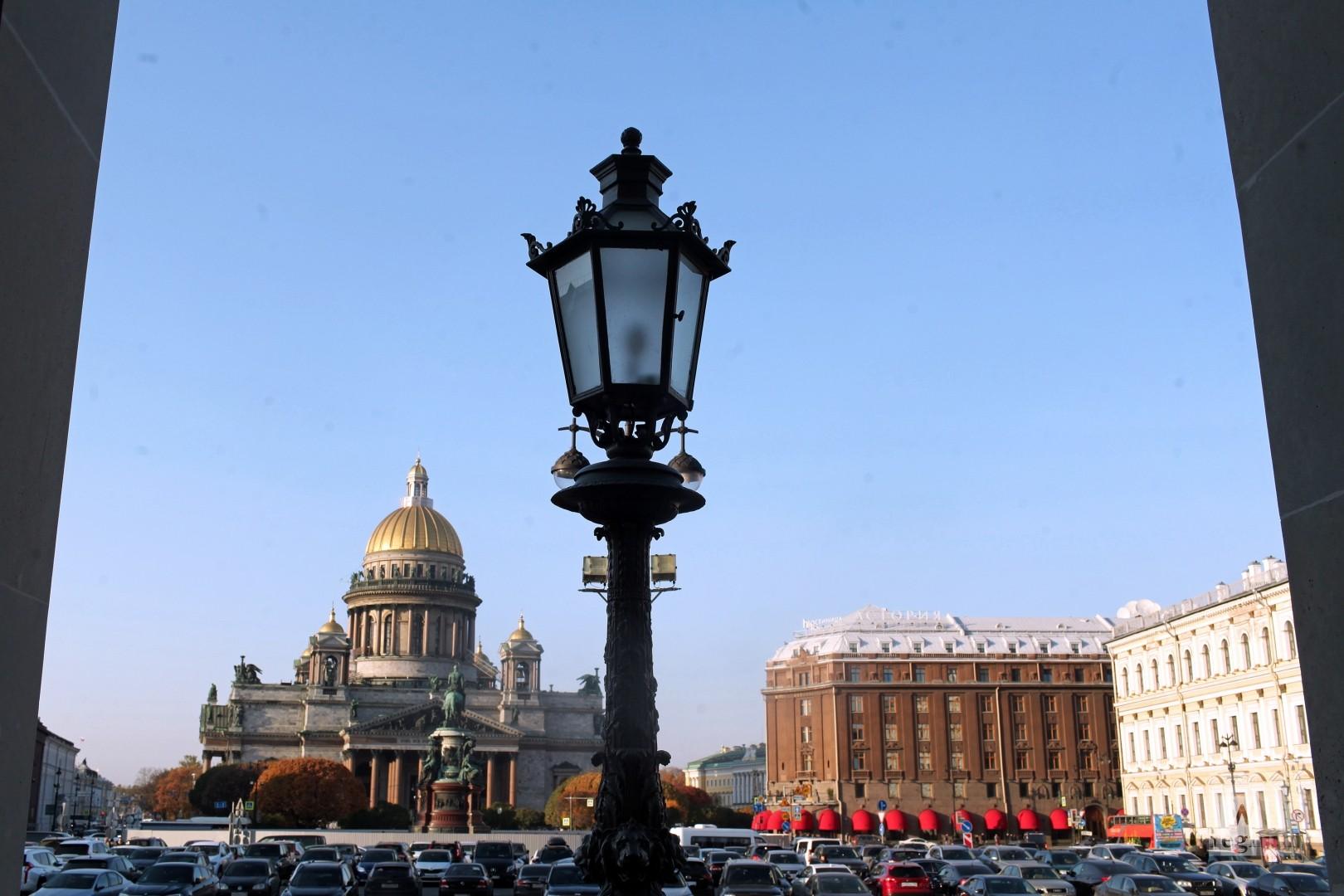 На Петербург идёт бабье лето