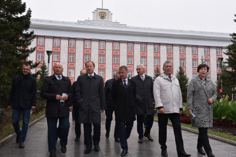 Алтайских законодателей коронавирус оставил без сессии