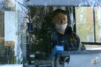 Водитель автобуса в маске