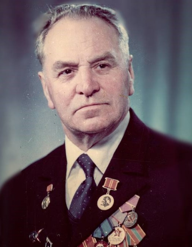 Иннокентий Семенович Бахтин — строитель первой советской ракетной подводной лодки и обладатель библиотеки редких книг числом 7655 экземпляров