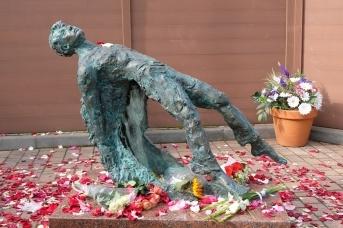 Памятник «Реквием по Есенину» или «Ангел русской поэзии»