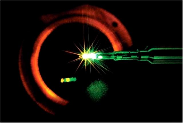 Взрыв таблетки термоядерного топлива, полученный с помощью лазерной системы NOVA в Ливерморской национальной лаборатории, США
